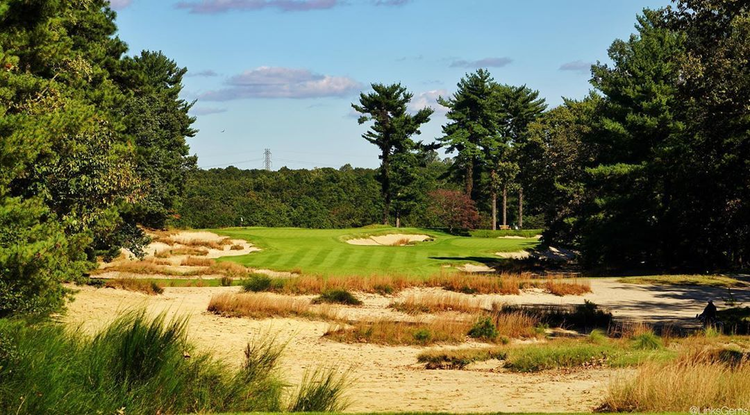 There's so much to love about the 425yd par-4 9th at Pine ...