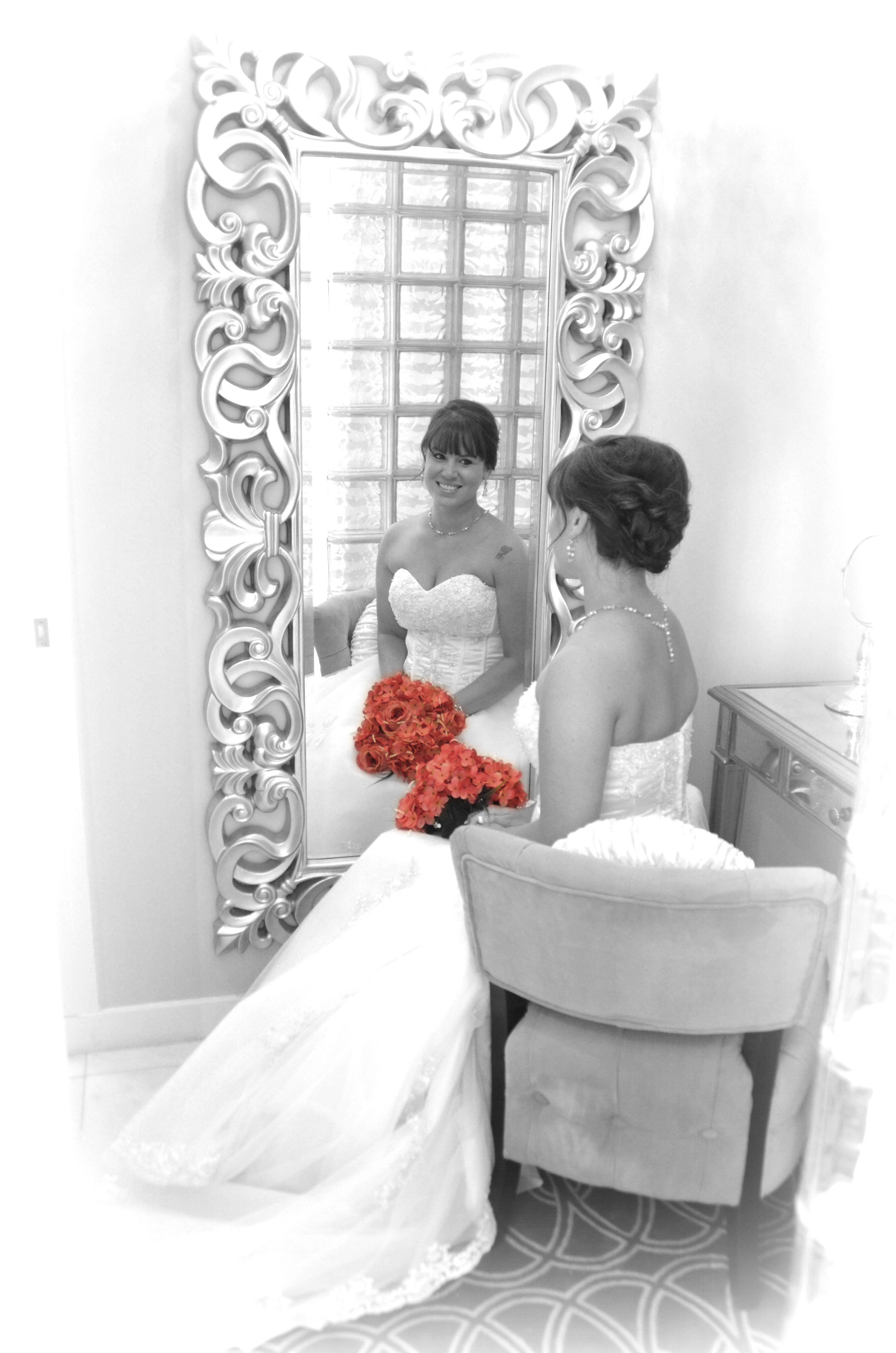 Wedding photo, Bride, in the mirror @ Pine Valley Country ...