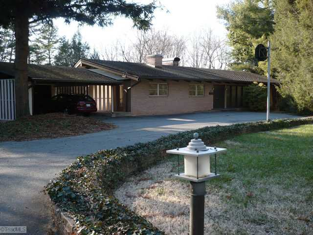 816 N Pine Valley Rd, Winston Salem, NC 27106 - realtor.com®