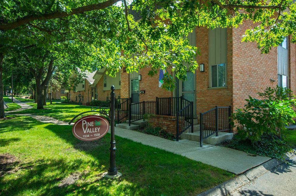 Pine Valley, Ann Arbor - (see pics & AVAIL)